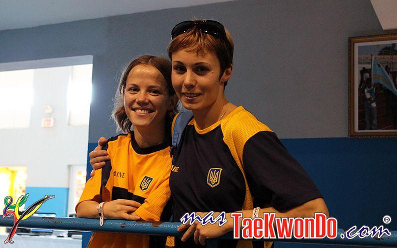 TKD Özer erfüllt ukrainischer Sportlerin den Traum von der Teilnahme an der Behinderten-WM - Viktoriia Marchuk mit ihrer Trainerin Yuliya Volkova bei der Behinderten-WM in Aruba