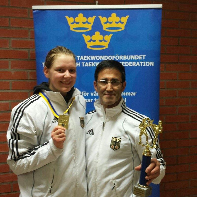 Trelleborg Open 2014 in Trelleborg - Goldmedaillengewinnerin Anna-Lena Frömming mit Damen-Bundestrainer Carlos Esteves
