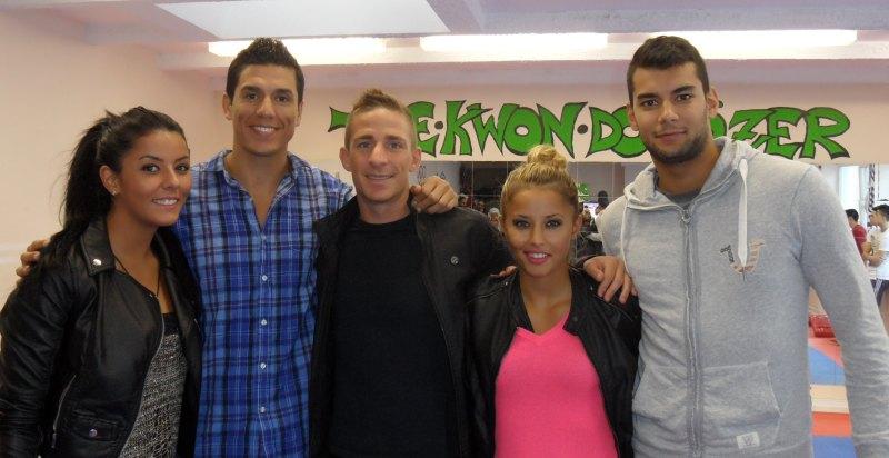 Vereinswechsel - TKD Özer begrüßt Daniel Manz - Daniel Manz mit seiner Frau Sümeyye, Rabia und Tahir Gülec sowie Steven Lopez