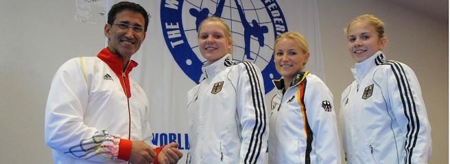 Vereinswechsel - Willkommen bei TKD Özer, Anna-Lena Frömming! - Anna-Lena Frömming mit Carlos Esteves, Melanie Hartung und Tabea Wenken